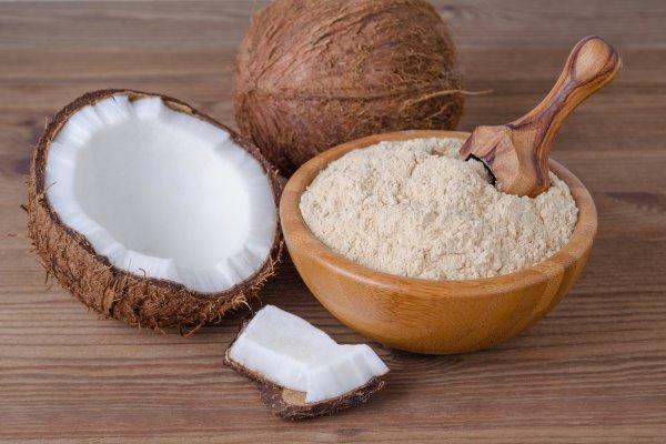 benefícios da farinha de coco para o corpo